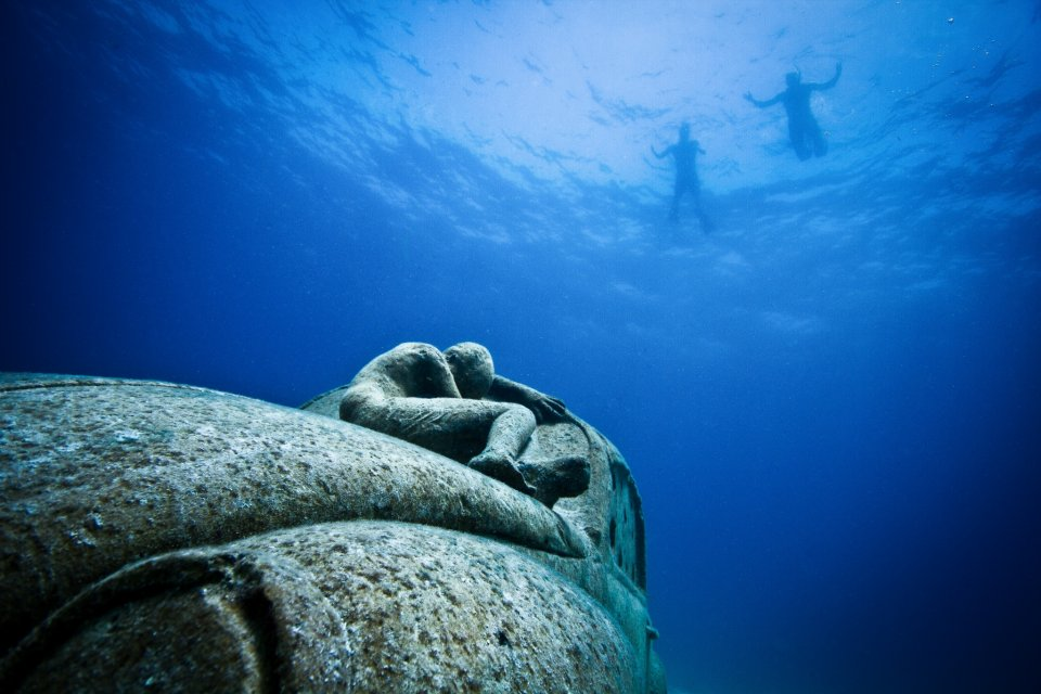 underwater sculptures  protect   coral reefs
