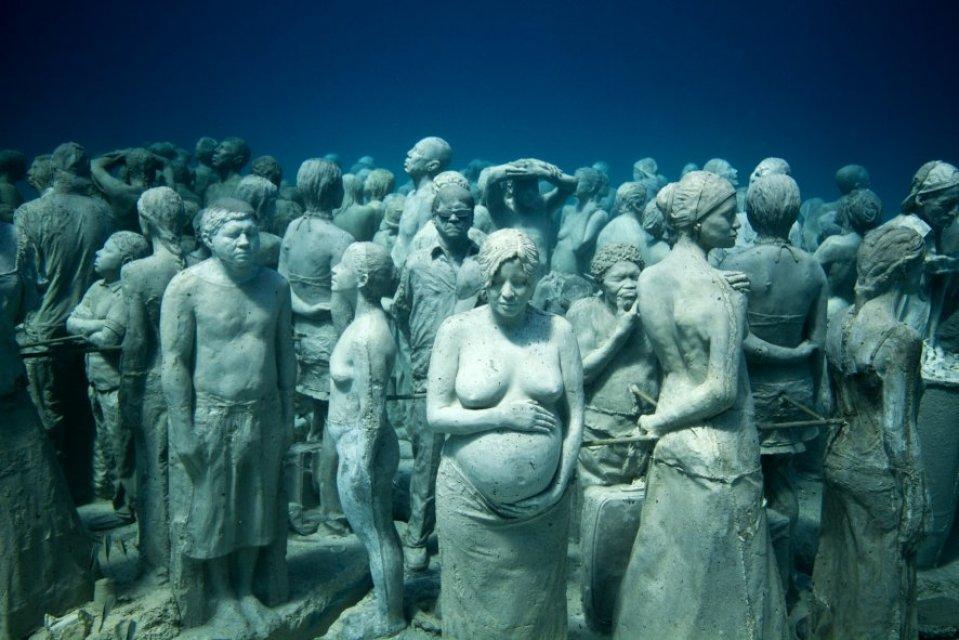 Silent evolution jason decaires taylor sculpture