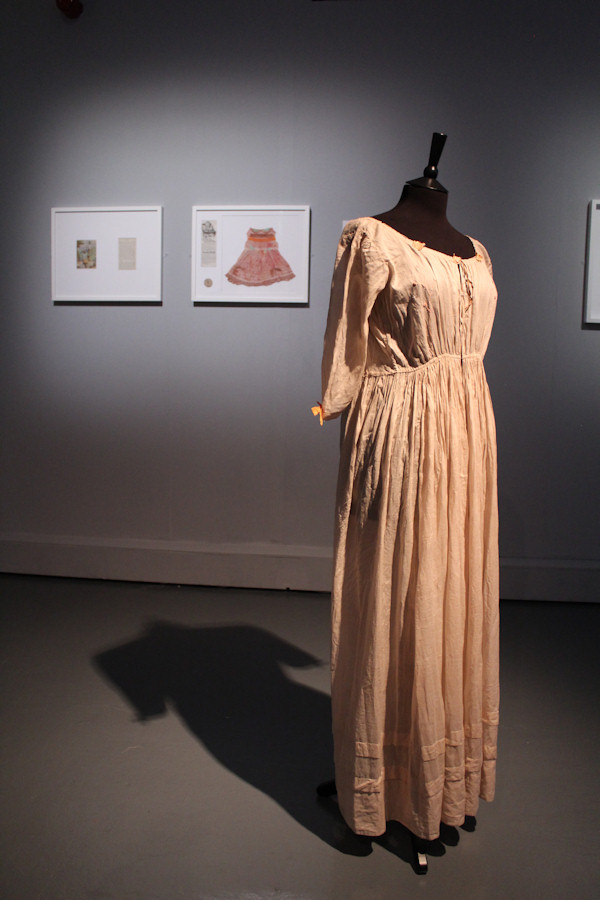 Maternity dress in the Romantic Disease